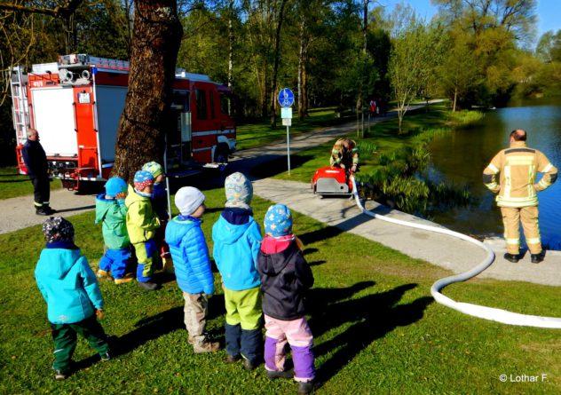 2016-04-29 Waldkinder Ismaning Feuerwehr Maibaum 018 (Large)